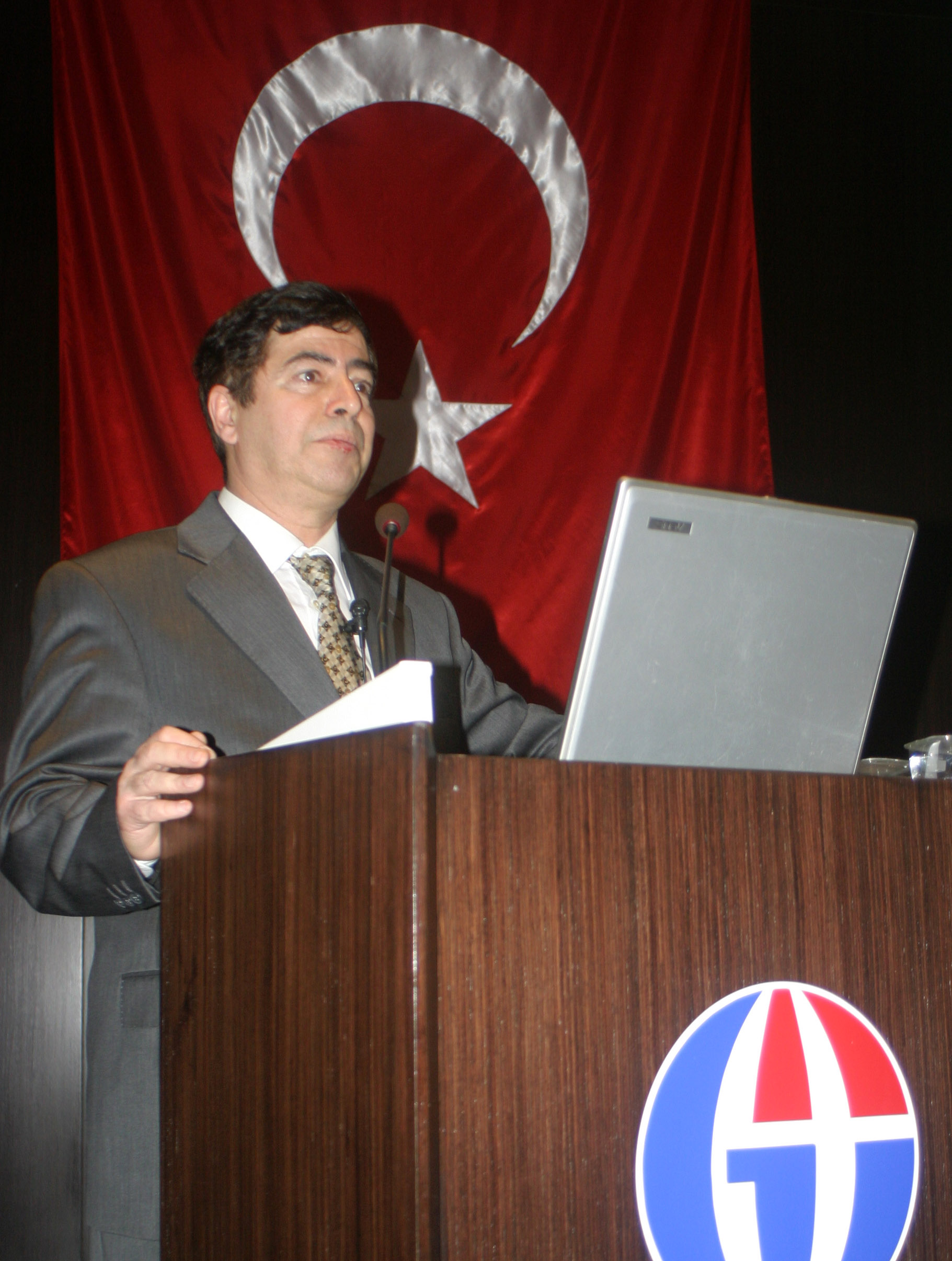 konferans-prof_dr_metin_tulgar.jpg