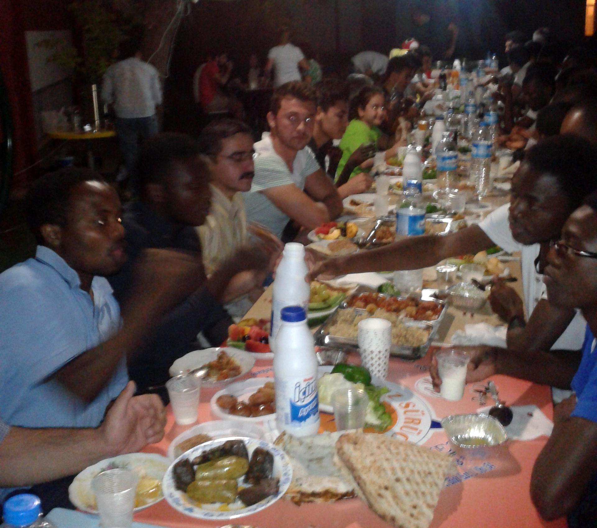 353 - Coşkun yabancı öğrencilerle iftar açtı (2)