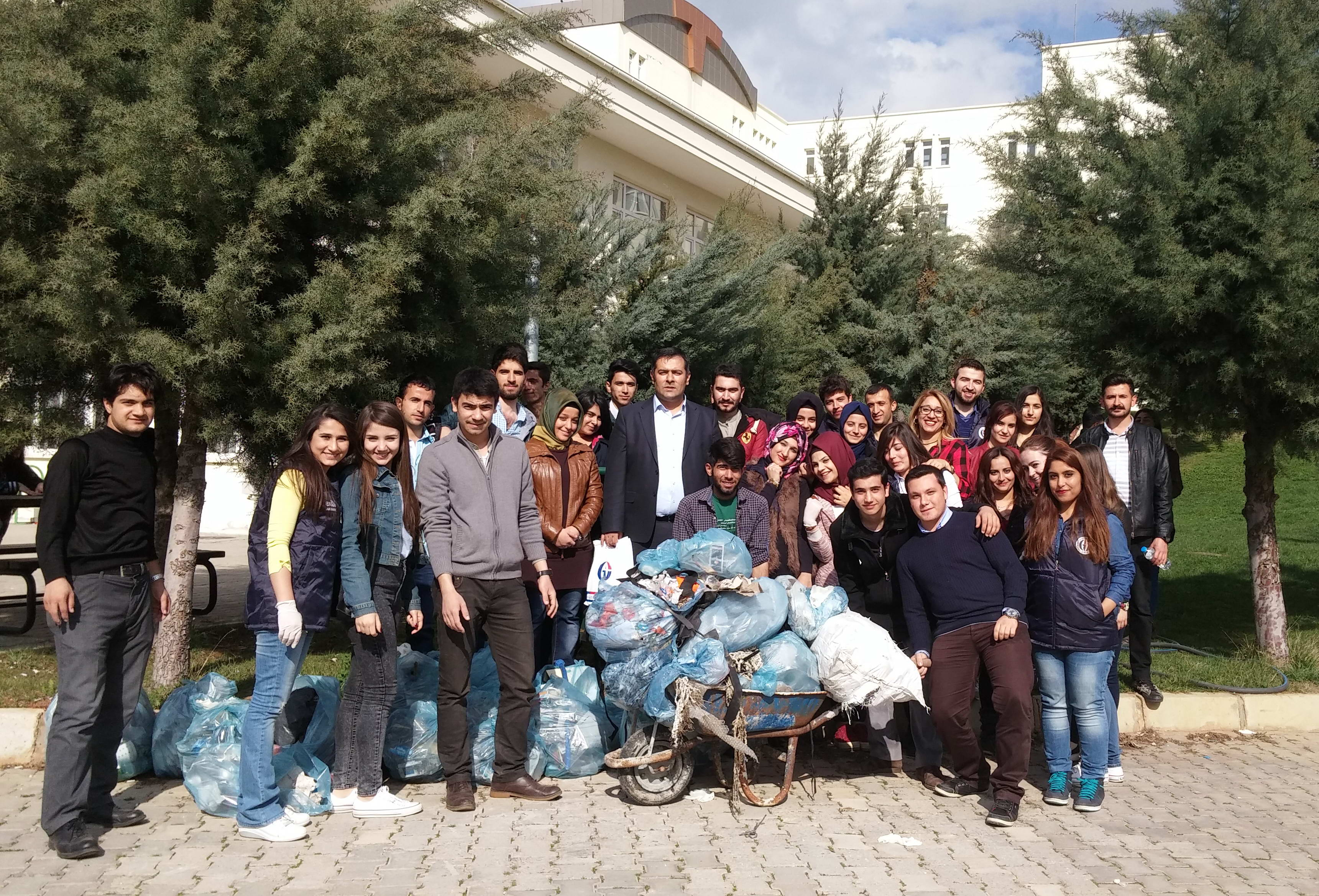 Naci Topçuoğlu MYO Öğrencileri Ağaç Dikimi Yaptı (1)