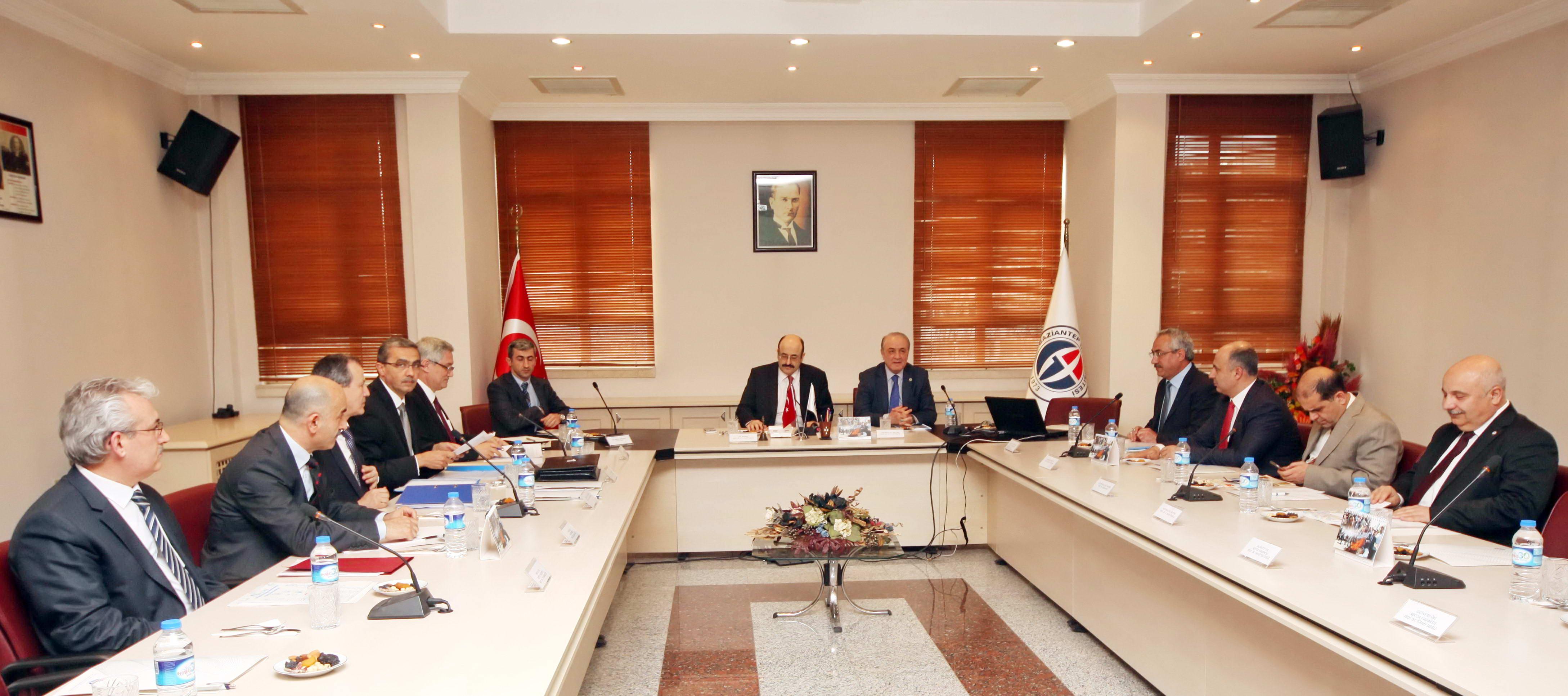 YÖK Başkanı Saraç Gaziantep Üniversitesi Türkiye'nin tarihi sorumluluğunu ifa etmede büyük bir misyon üstlendi (2)