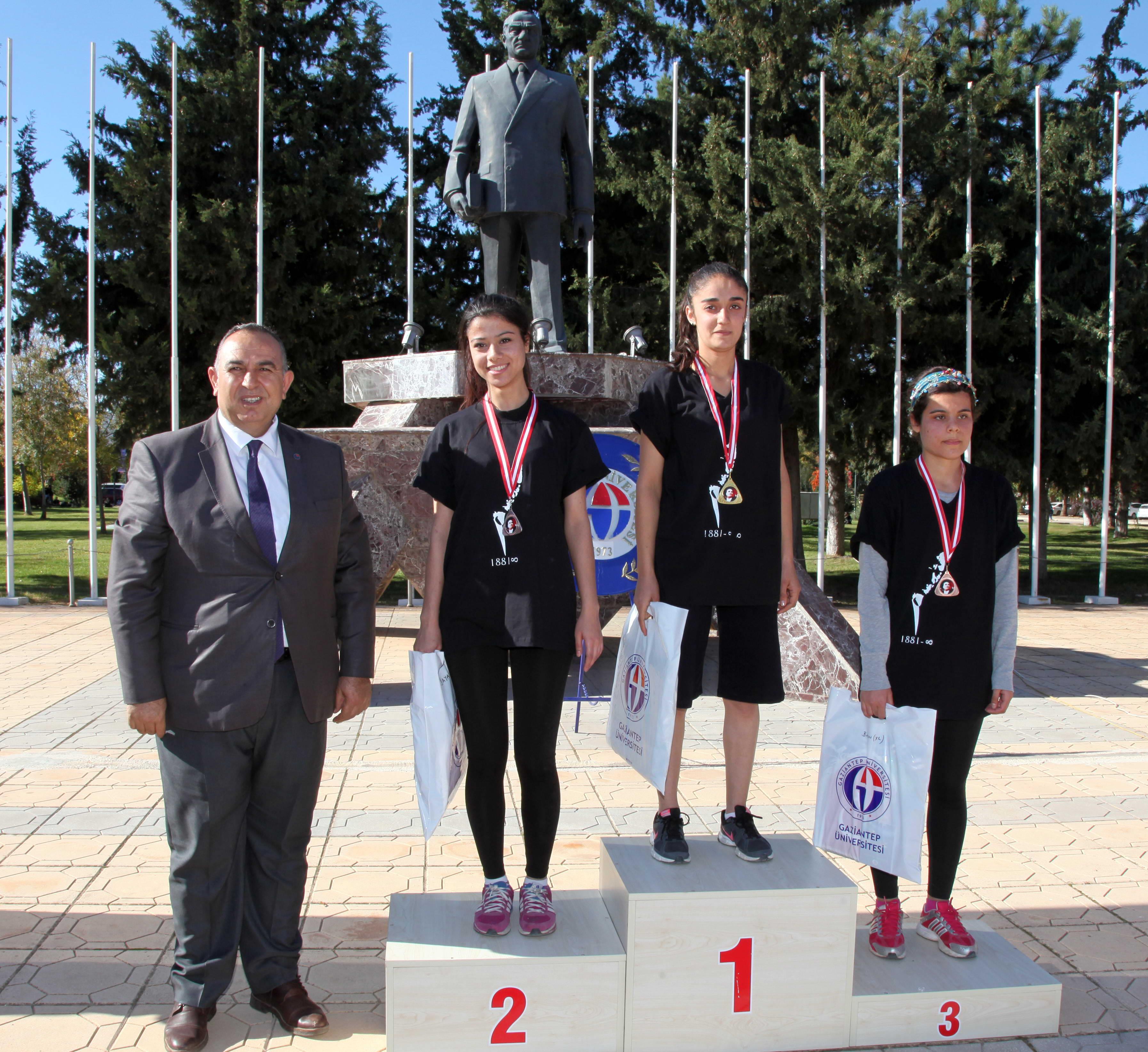 Atatürk Koşusunda Dereceye Giren Sporculara Ödülleri Verildi -  (7)
