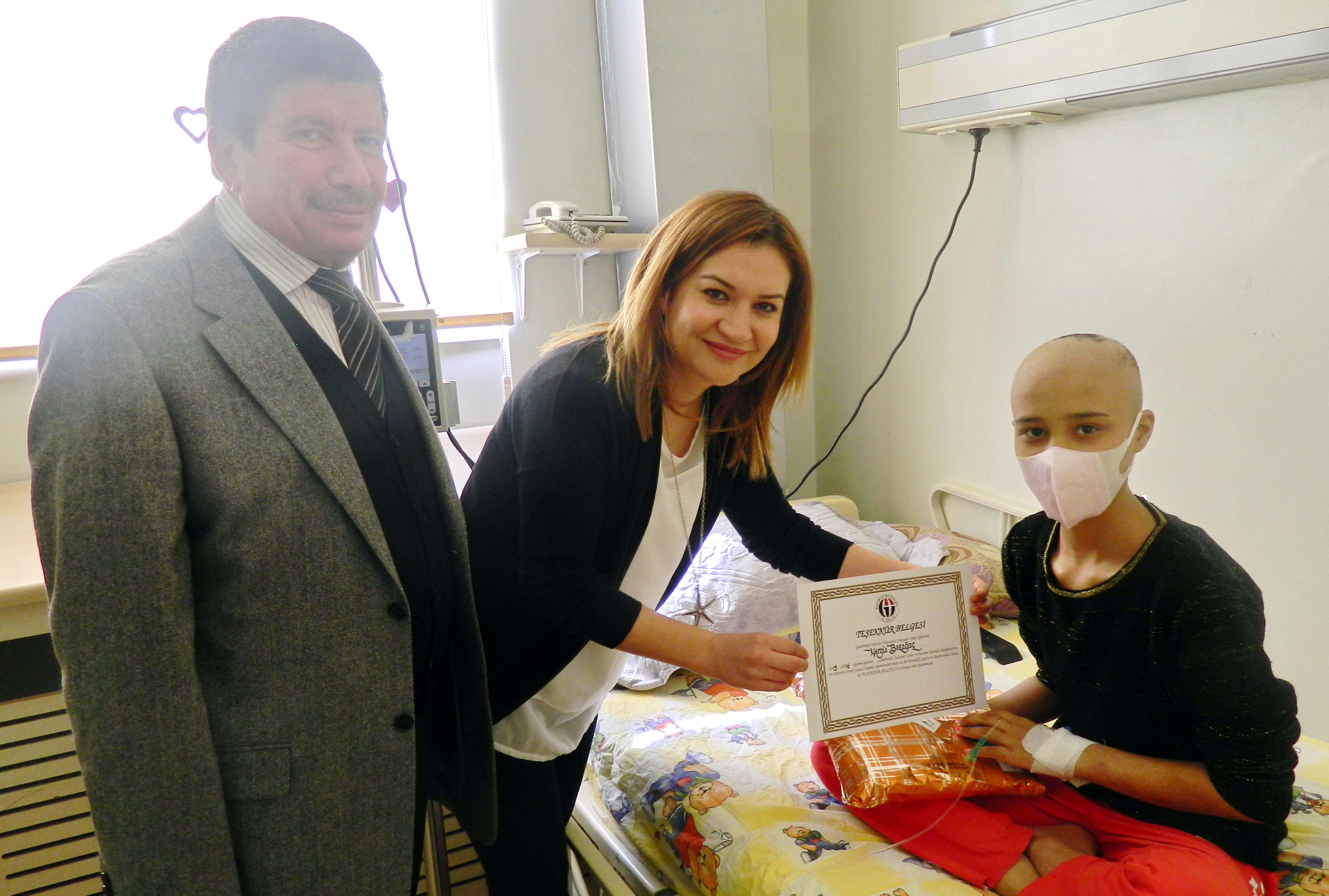 Onkoloji Hastanesi'nde Karne Heyecanı (1)