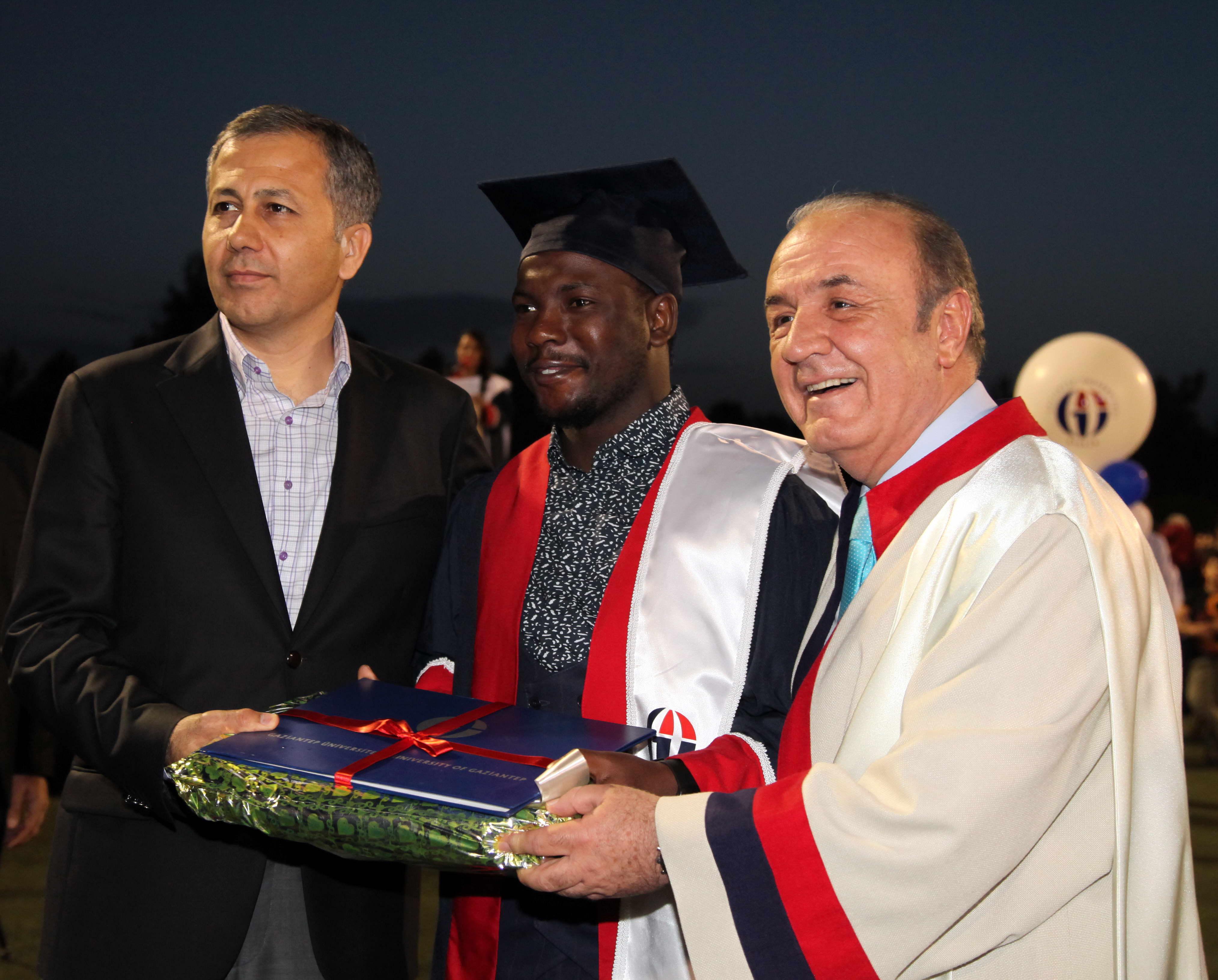 GAZİANTEP Üniversitesi'nde mezuniyet coşkusu - (Vali)