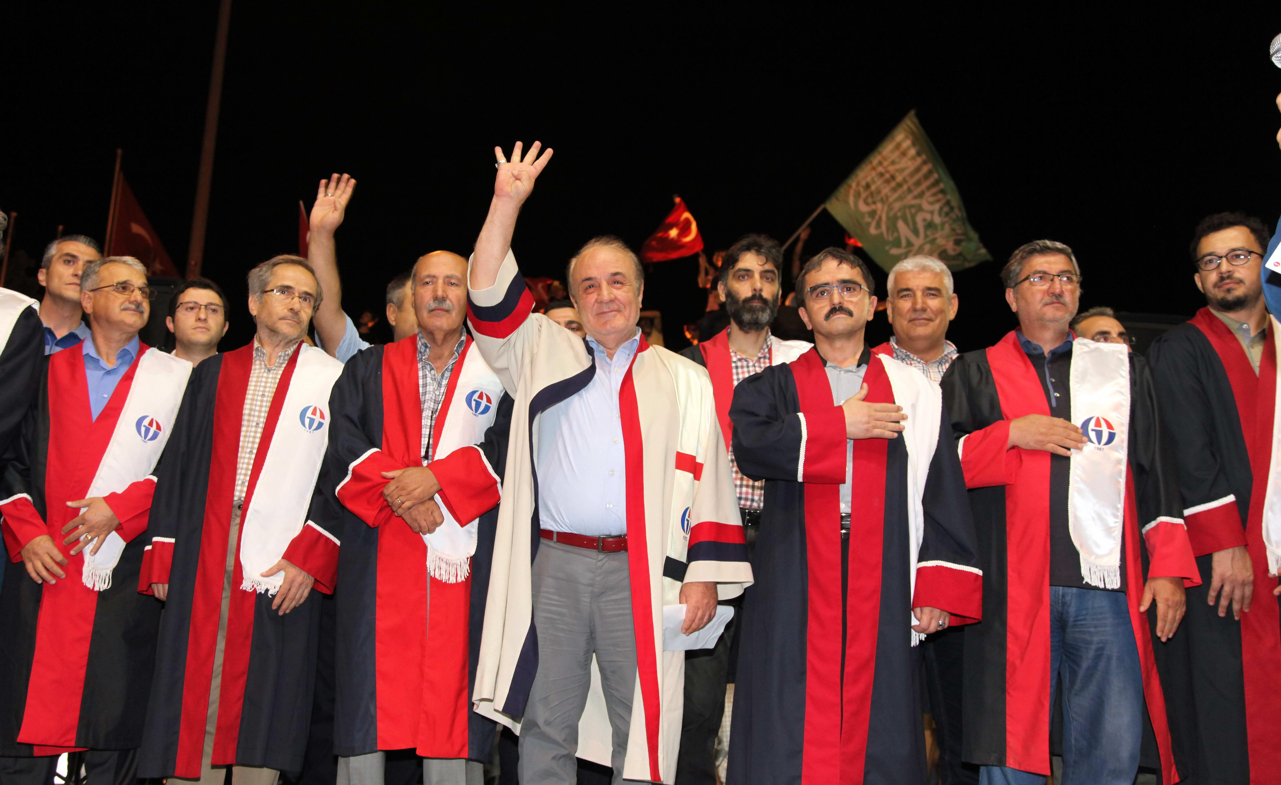Gaziantep Üniversitesi Senatosu Demokrasi Nöbeti için Demokrasi Meydanı'na gitti -  (1)