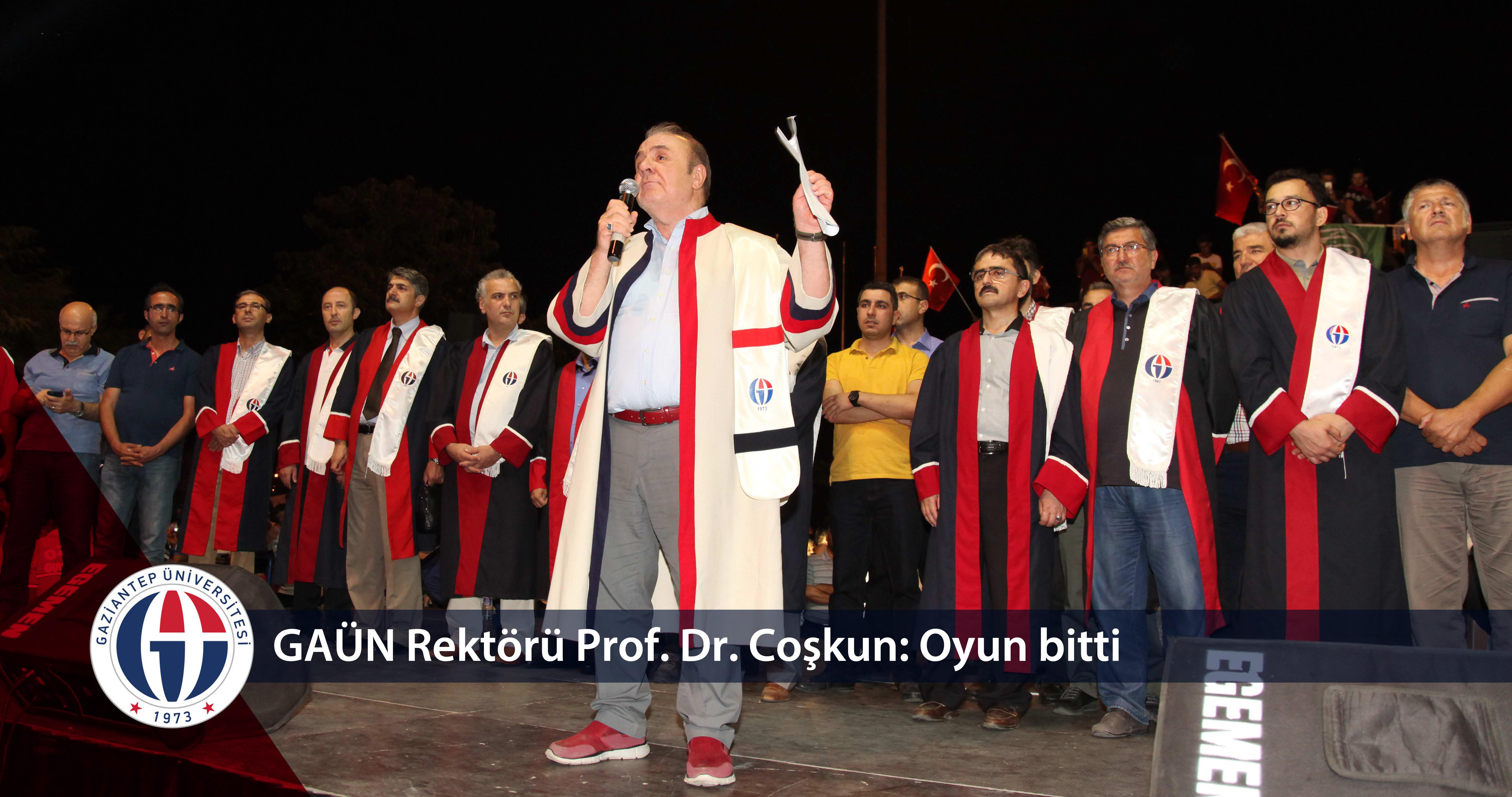 Gaziantep Üniversitesi Senatosu Demokrasi Nöbeti için Demokrasi Meydanı'na gitti - _