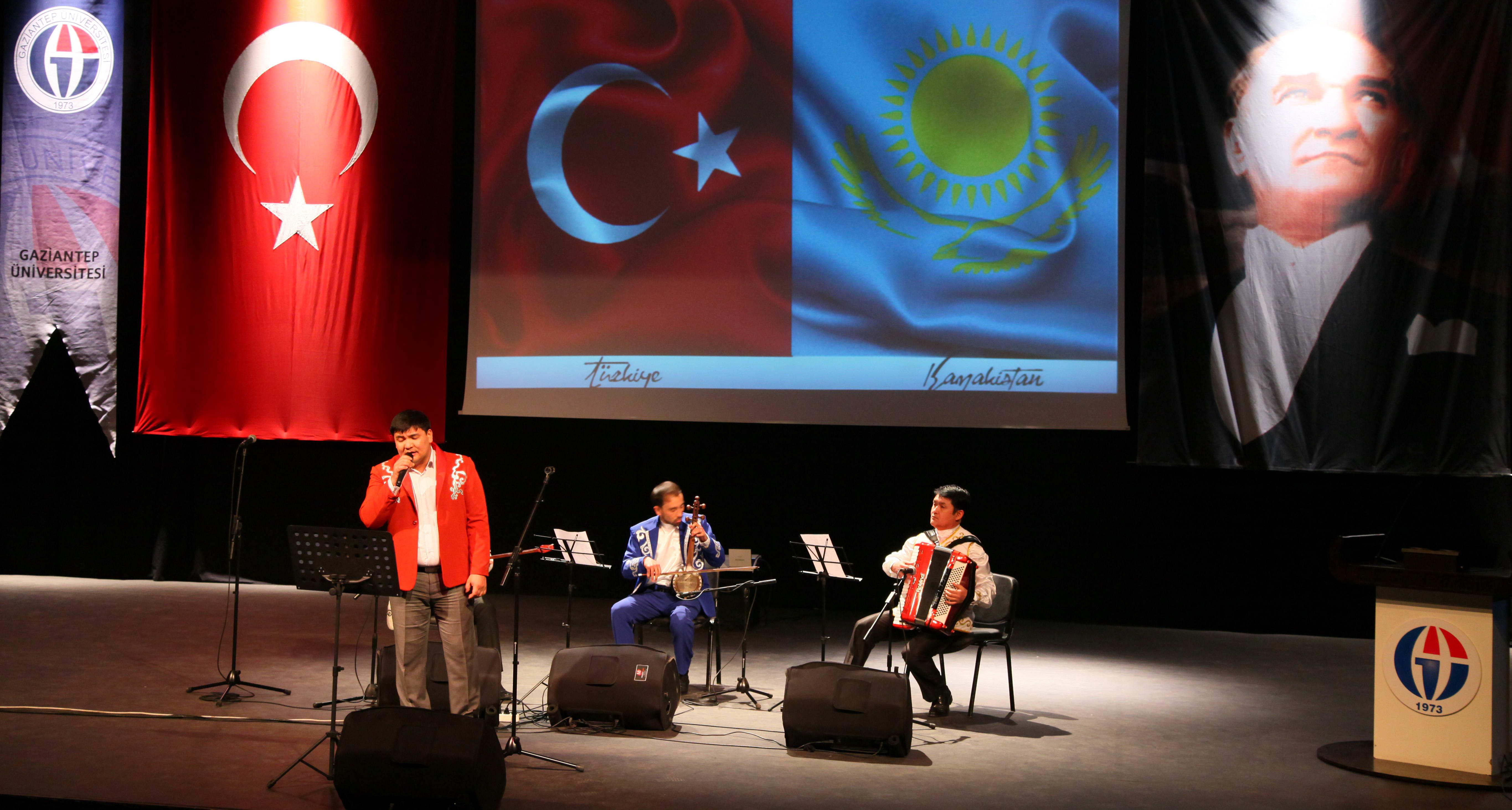 GAÜN'de Kazakistan Müzik Grubu'ndan Konser