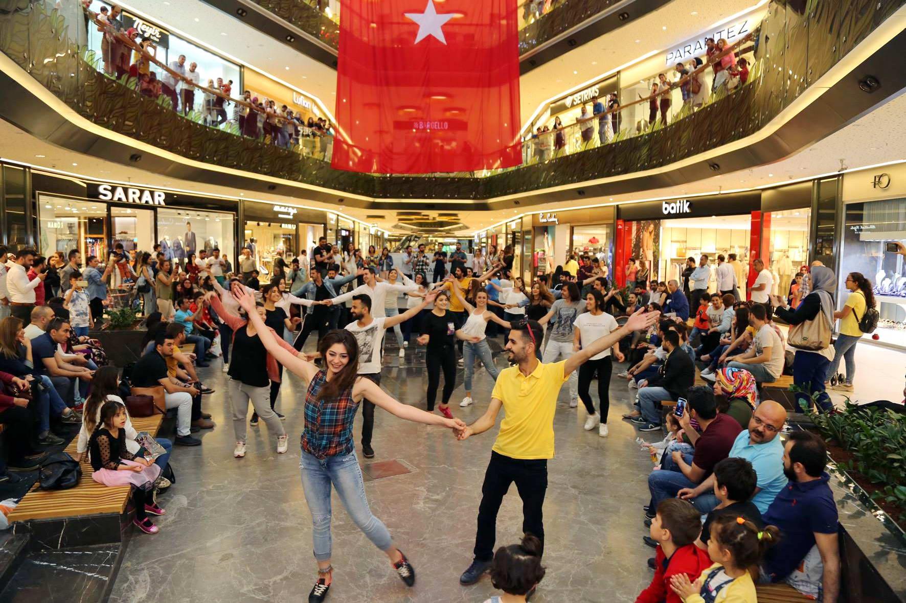 GAÜN Türk Müziği Devlet Konservatuarı Öğrencilerinden Flash Mob Etkinliği -  (2)