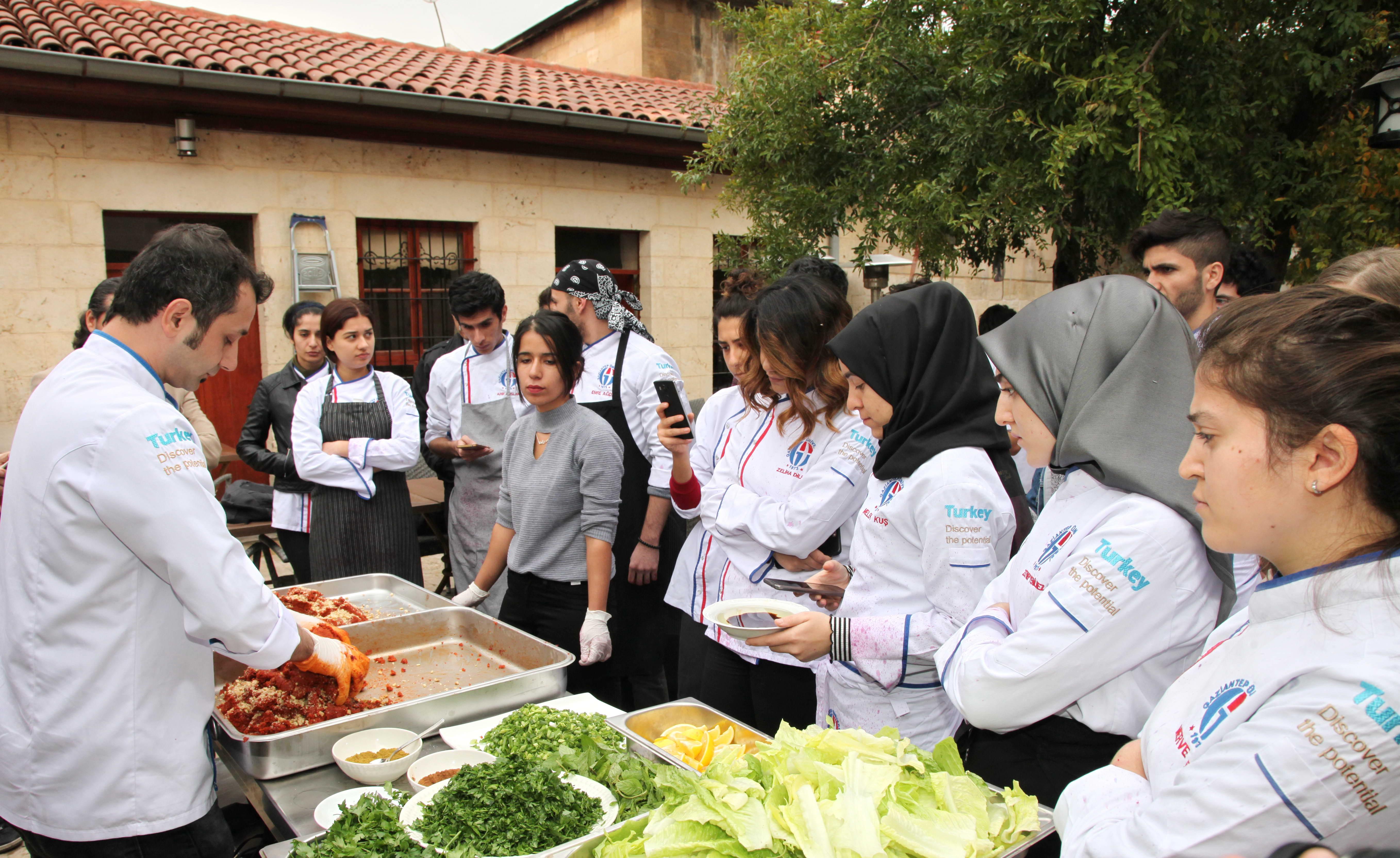 GAÜN Öğrencilerinden Renkli Nar Festivali -  (4)