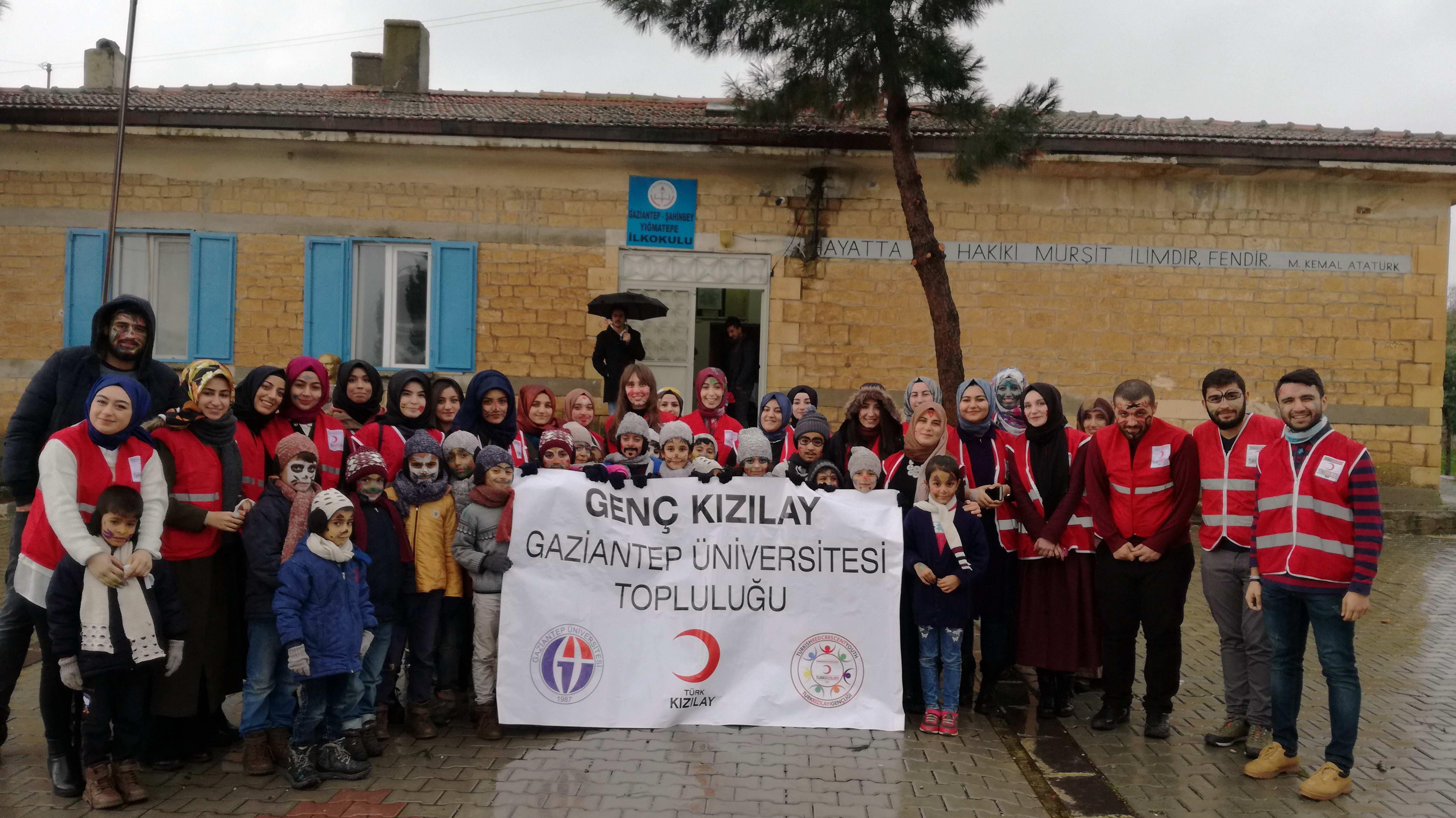 GAÜN Genç Kızılay Topluluğu Öğrencilerinden Köy Okullarına Yardım  -  (1)