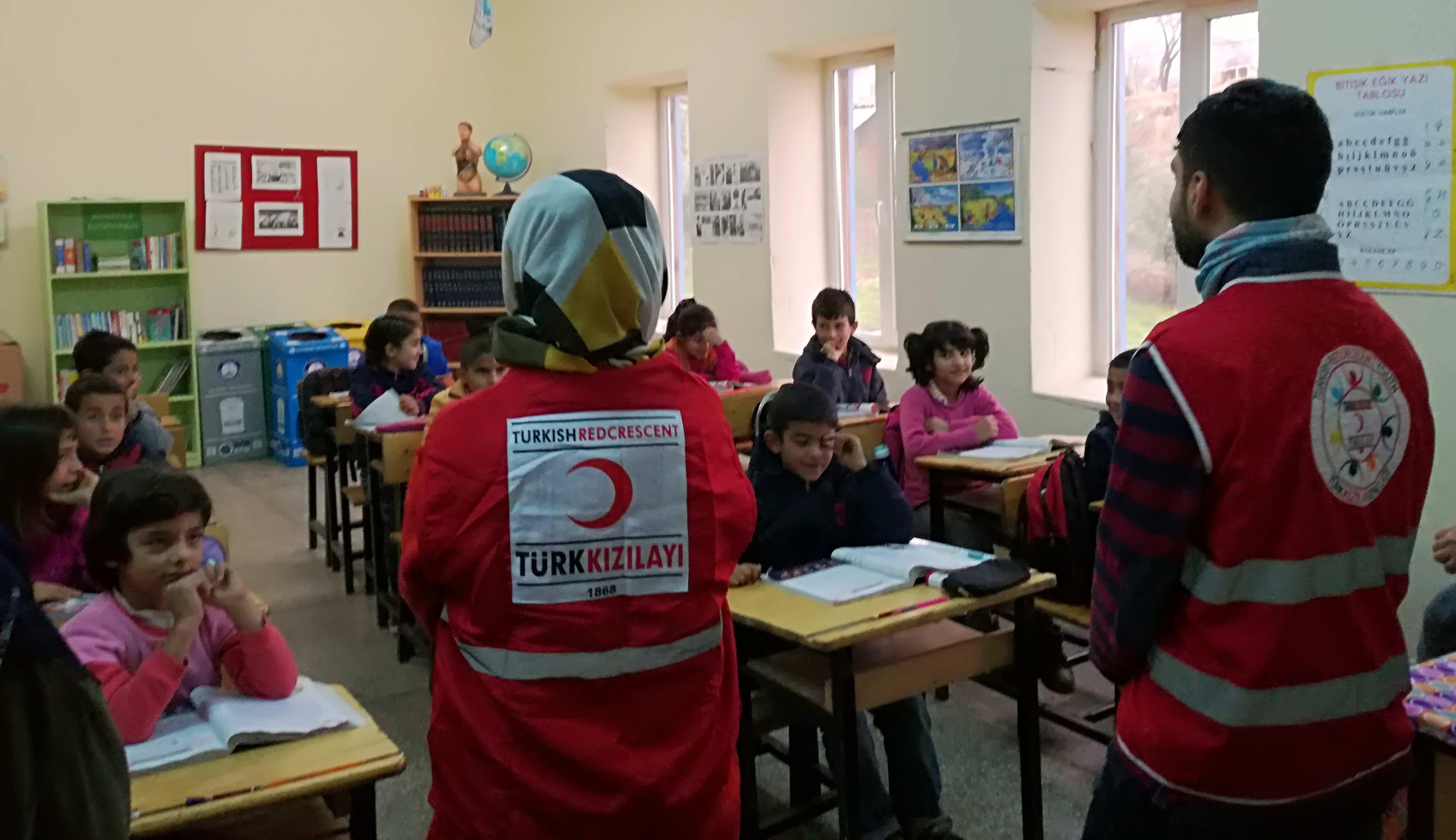 GAÜN Genç Kızılay Topluluğu Öğrencilerinden Köy Okullarına Yardım  -  (2)