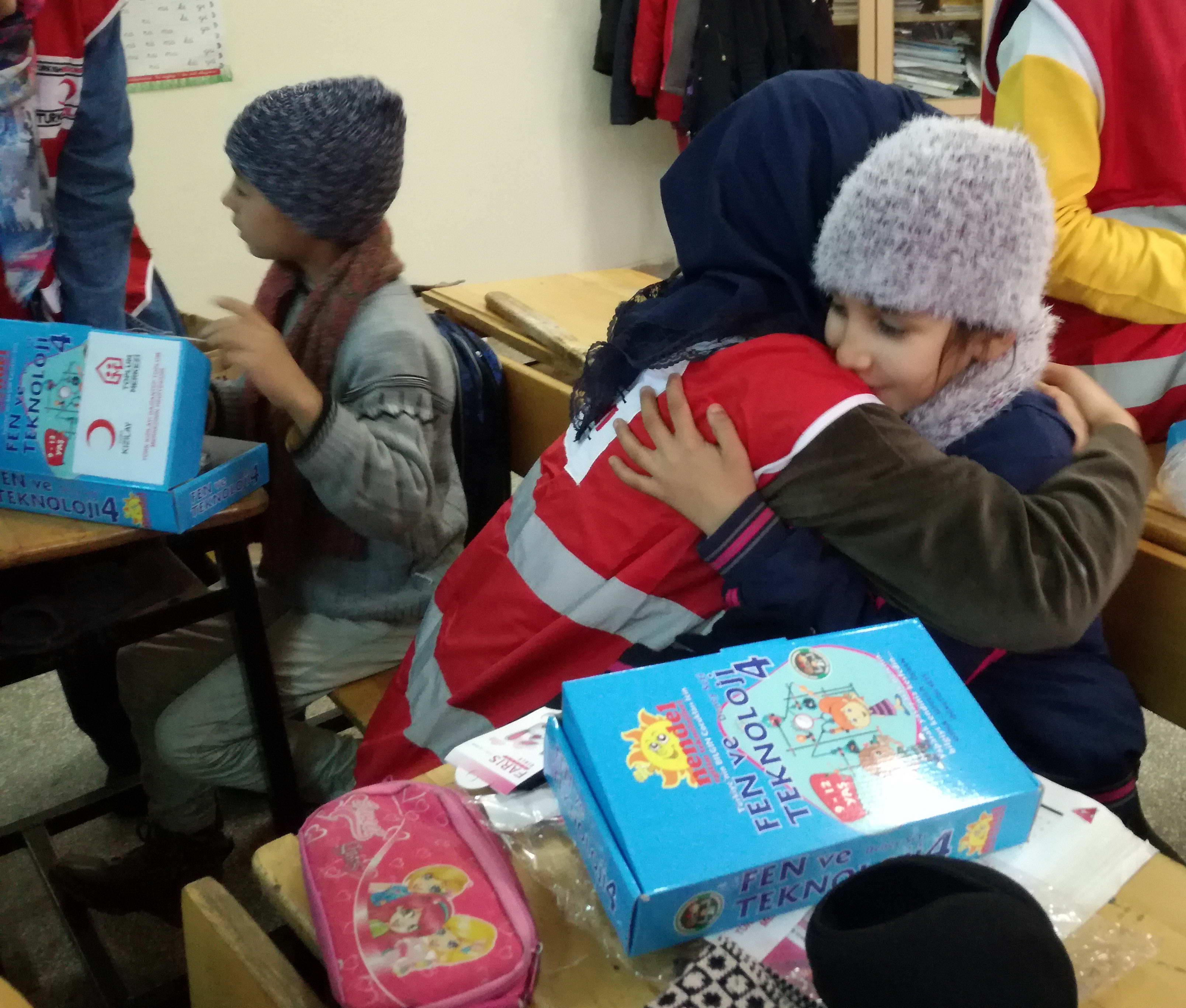 GAÜN Genç Kızılay Topluluğu Öğrencilerinden Köy Okullarına Yardım  -  (4)