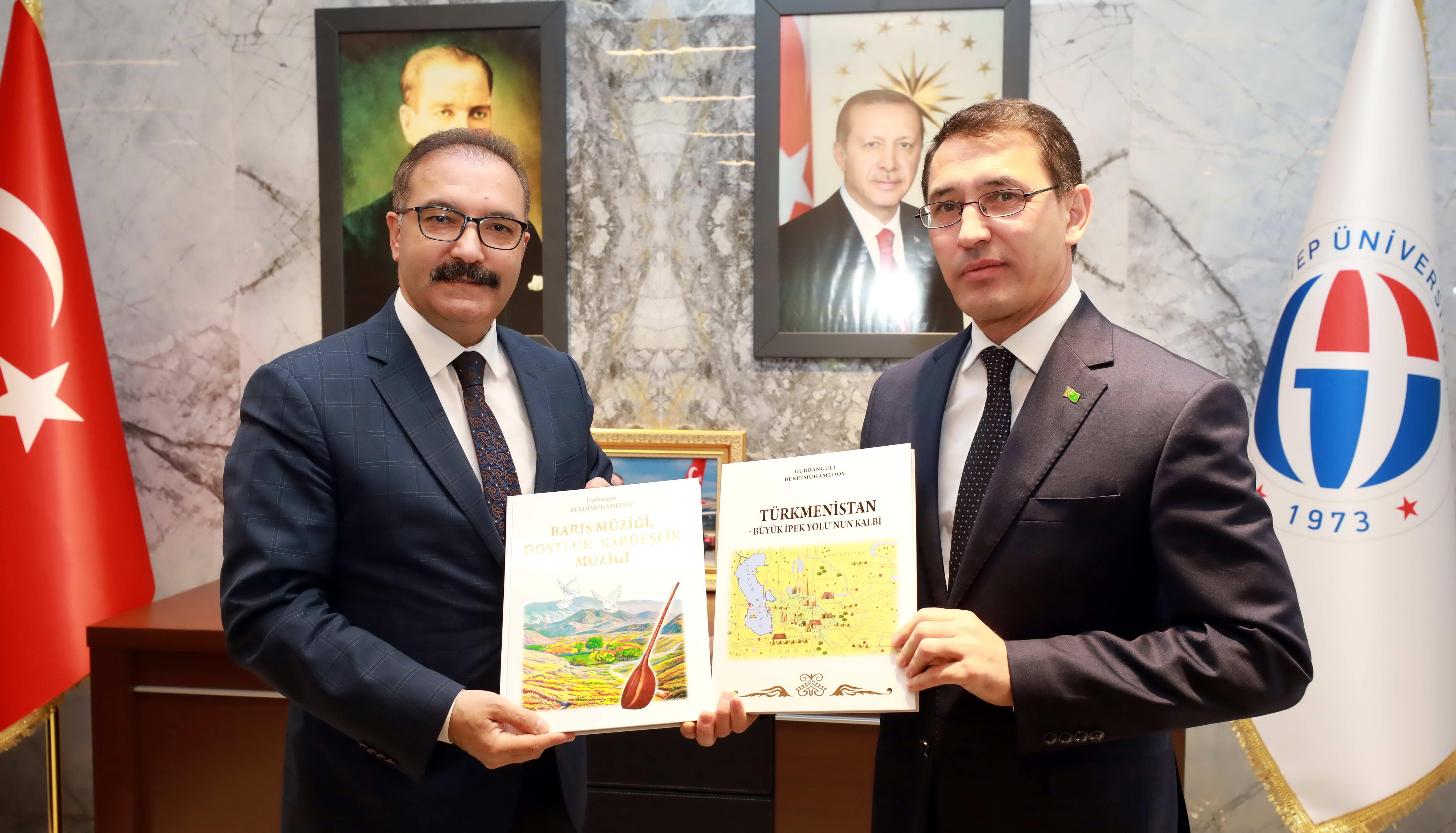 Büyükelçi Amanlıyev'den Rektör Gür'e ziyaret-1