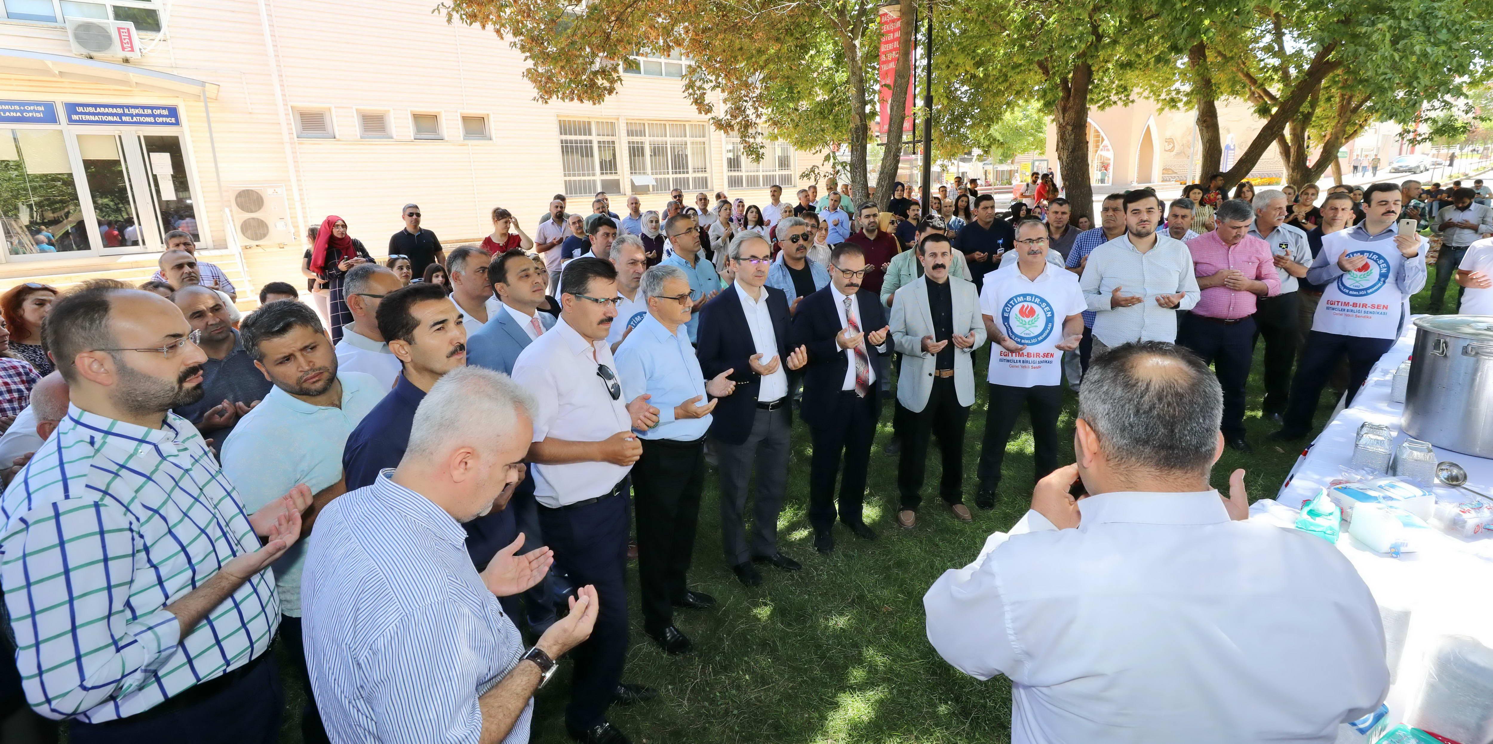Eğitim–Bir-Sen Gaziantep Üniversitesi Temsilciliği'nden bin kişiye aşure-4