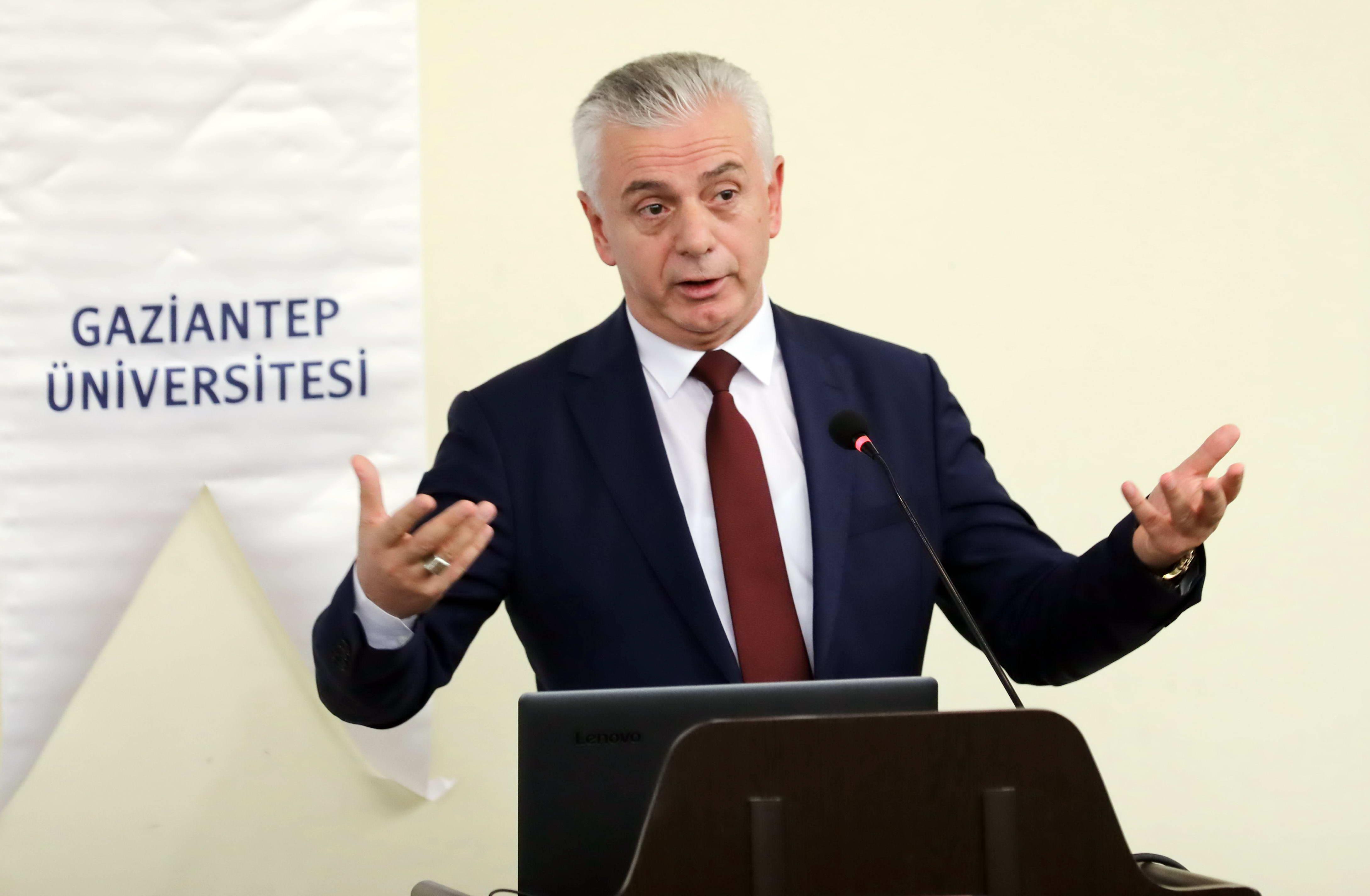 Prof. Dr. Fadıl Hoca-1